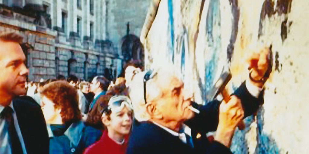 Leonard Bernstein at the Berlin Wall
