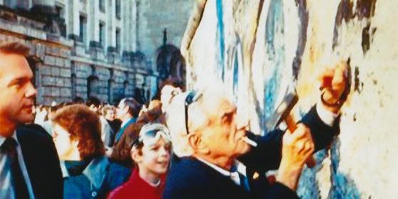 Leonard Bernstein at the Berlin Wall